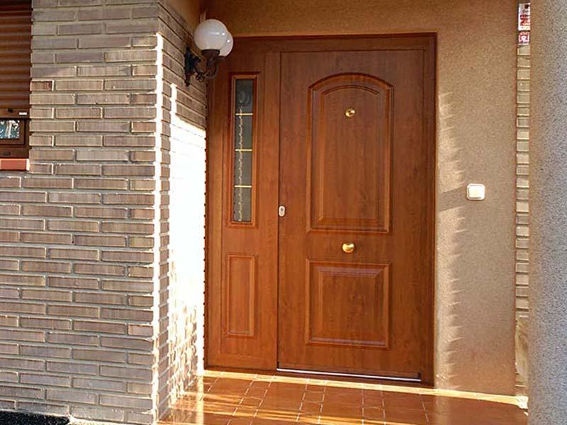 amplia gama de modelos de puertas de entrada y puertas para garaje con diseos clsicos y realizadas con los ltimos avances tecnolgicos y